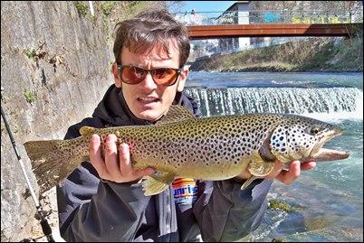 Pesca pagata in area Di Mosca senza restrizioni di presa